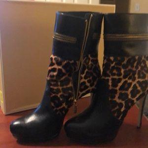 Michael Kors Shoes - Mk boots